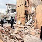 60 yıllık bina çöktü