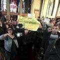 Piskopos atamasına protesto
