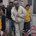Eskişehir'de şizofren emekli doktor annesini rehin aldı