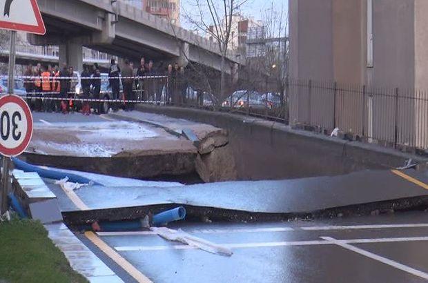 Ankara'da su borusu patladı, yol çöktü