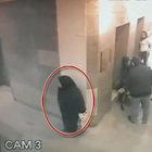Hastane koridorunda ayaküstü tuvaletini yapan kadının görüntüleri