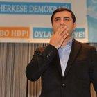 """HDP Eş Genel Başkanı Selahattin Demirtaş yurtdışındaki Alevilerden """"şartlı destek"""" sözü aldı"""