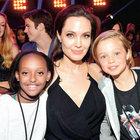 Ödül alan Angelina Jolie'nin kızları sevinçten çılgına döndü