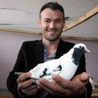 Bursa'da güvercin tutkunu iki yıldır aradığı kuşu 10 bin liraya aldı