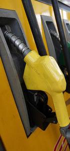 Benzinin litresine 4 kuruş zam!