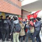Eskişehir Anadolu Üniversitesi'nde  özel güvenliklerle öğrenciler arasında arbede