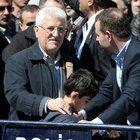 Başbakan Davutoğlu şehit Mehmet Selim Kiraz'ın oğluyla saf tuttu