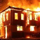 Kastamonu'da iki katlı bir ev yanarak kullanılamaz hale geldi