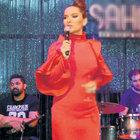 Hande Yener şarkısı söyledi