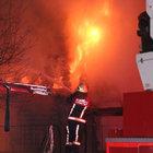 Gaziosmanpaşa park içindeki kafetarya alev alev yandı