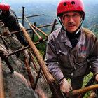 Bu ekip dağ yamaçlarının en yükseklerinde çalışıyor!