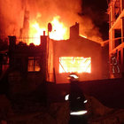 Kağıthane'de metruk bina alev alev yandı