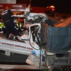 Sakarya'da kamyonetle TIR çarpıştı