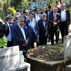 Bülent Arınç, Bursa'da vefat eden arkadaşı Ahmet Akyol'un mezarını ziyaret etti