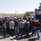 Şanlıurfa'da çiftçiler Ak Partili adayların önünü kesti