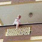 Antalya'da alkol alan kadın balkondan atladı