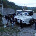 Terörist Şafak Yayla'nın mezarını ziyaret etmek isteyen grupla polis arasında arbedede