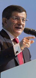 Başbakan Davutoğlu: İktidara gelemeyeceğini biliyor bol kepçeden harcıyor