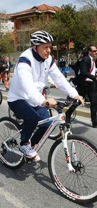 İşte bisiklete bindirmenin yolu!