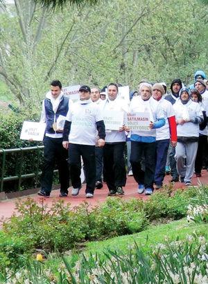 Bahçeşehirlilerden Gölet Park ihalesine 'yürüyüşlü' protesto