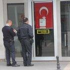 Adana'da bankanın kapısını 3 gün açık bıraktılar