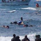 Ege'de kaçak göçmen teknesi battı: En az üç ölü