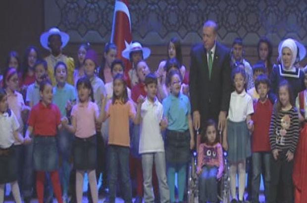 Cumhurbaşkanı Recep Tayyip Erdoğan, 23 Nisan çocuklarıyla şarkı söyledi