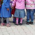 Hakkari'de 23 Nisan provası yapan öğrencilerin yırtık ayakkabıları yürek burktu