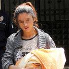 Adana'da günlük bebeğiyle sokağa atıldı