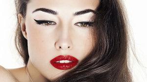 Kolayca eyeliner çekmek için 22 ilginç taktik
