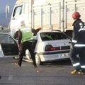 Askeri personelin bulunduğu otomobil kamyonla ç...