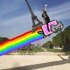 Photoshop özürlü adamın Eyfel kulesiyle imtihanı