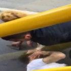 Taksim'de bir kadın kendisine laf atan kişiyi saçından tutup yere çarptı