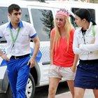 Diskoda tanıştığı Rus kadını, otomobilinde dövüp kaçtı