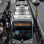 Metrobüs durağında taciz ve gasp