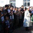 3 yaşındaki Enes Baygül babasının mezarının yanına defnedildi