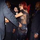 Rihanna'nın transparanla imtihanı