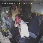 Tümseğe sert giren otobüs şoförünü darp etti
