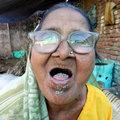 Yaşlı kadının tuhaf bağımlılığı!