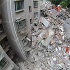 Çin'de 9 katlı bina çöktü