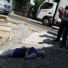 Beşiktaş'ta minibüs yol kenarında yürüyen üç kişiye çarptı