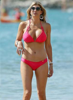 Pembe bikinili güzel