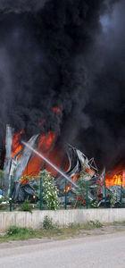 Sandalye fabrikasında yangın dehşeti