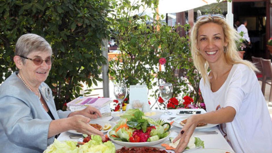 Prof. Dr. Canan Karatay, sağlıklı beslenme, menopoz, kolesterol, damar sertliği