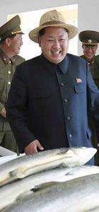 Kim Jong balık çiftliğini dolaştı