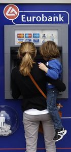 Yunan hükümeti ATM'den çekilen parada kesinti yapabilir!