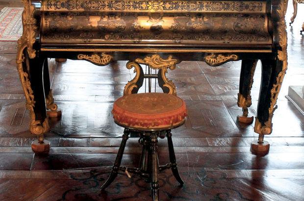 Dolmabahçe'nin salonlarında 'kadın efendilerin' piyanoları