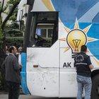 Mamak'ta AK Parti seçim otobüsüne taş