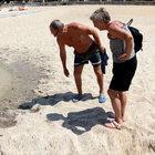 Alanya'da mavi bayraklı plajda kurtçuk kaynıyor