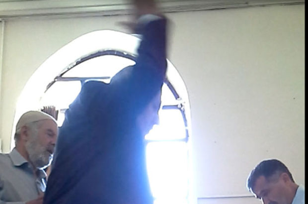 Milletvekili adayı sandık görevlisiyle tartıştı